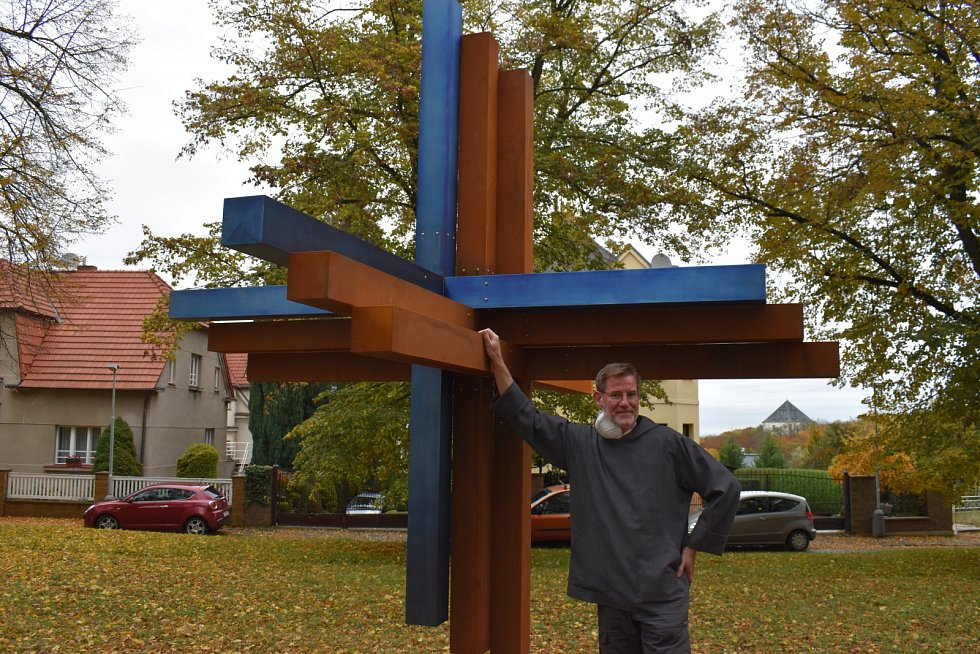 Autor Abraham Fischer u Kříže smíření.