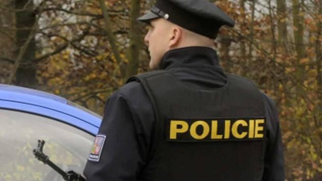 Policista v neprůstřelné vestě. Ilustrační foto.