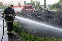 Požár trávy. Ilustrační foto.