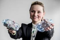 Kateřina Nováková, vedoucí projektu PetMat, prezentovala 20. dubna v Praze výsledky tříletého výzkumu v oblasti sekundárního využití plastu a jeho přeměny v užitou architekturu.