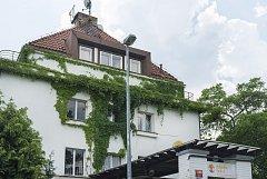 Vila v Kozlovské  ulici č. 1388 se prodala za 100 000 000,- Kč.