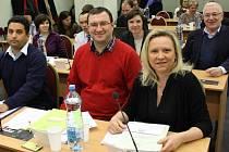 Radnice Prahy 10 funguje s neúplnou radou od začátku roku 2016. Zastupitelé koalice Vlasta (na fotografii) v čele s Renatou Chmelovou (vpravo) jsou zdejším nejsilnějším opozičním uskupením.