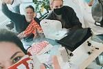 Iniciativa Roušky seniorům zásobuje více než 40 pobytových zařízení v Praze a okolí.