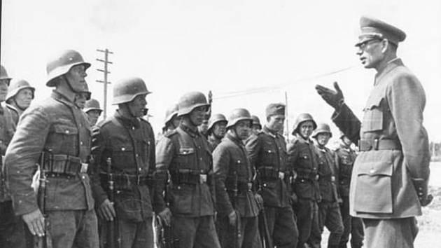 Generál Vlasov a příslušníci Ruské osvobozenecké armády.