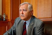 Známý advokát Karel Friml slaví 85.