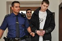 Sedmnáct let ve věznici se zvýšenou ostrahou si má podle pátečního verdiktu středočeského krajského soudu odpykat za vraždu pražského taxikáře 25letý Petr Špecián z Lysé nad Labem.