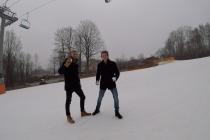 Dva studenti se na Letné rozhodli uspořádat koulovačku. Sníh dovezou z Krkonoš