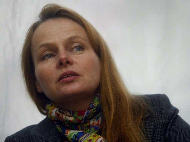 Daniela Šálková na tiskové konferenci v roce 2010.
