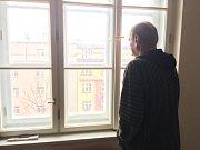 Milan žil skoro půl roku na ulici. Teď sehnal byt