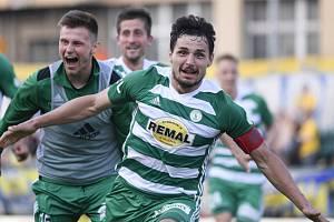 Josef Jindřišek (vpravo) se raduje ze svého vyrovnávacího gólu