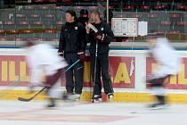 Hokejová Sparta zahájila přípravu s novým koučem Kruppem a posilami Machovským či Košťálkem.