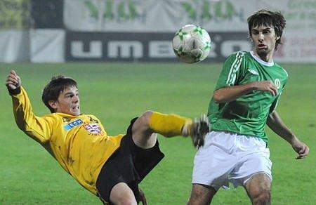 Vršovický hráč Jan Morávek absolvuje v Gelsenkirchenu několik tréninků s prvním týmem, v týdnu by měl odehrát i přátelský zápas proti druholigovému nizozemskému celku TOP Oss.