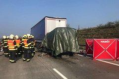 Nehoda kamionu a dodávky u Jesenice.