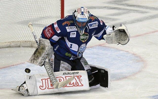 Čtvrtfinále play off hokejové extraligy - 2. zápas: HC Sparta Praha - HC Kometa Brno. Brankář Komety Marek Čiliak.