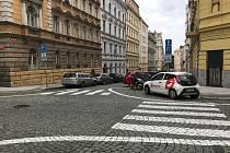 Na problematických místech v Praze 7 přibudou protiparkovací sloupky.