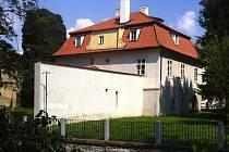Werichova vila v Praze z pohledu od Čertovky.