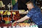 Pražské tržnice - prodej ovoce a zeleniny.