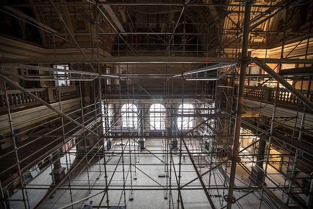 Probíhající rekonstrukce Národního muzea v Praze.