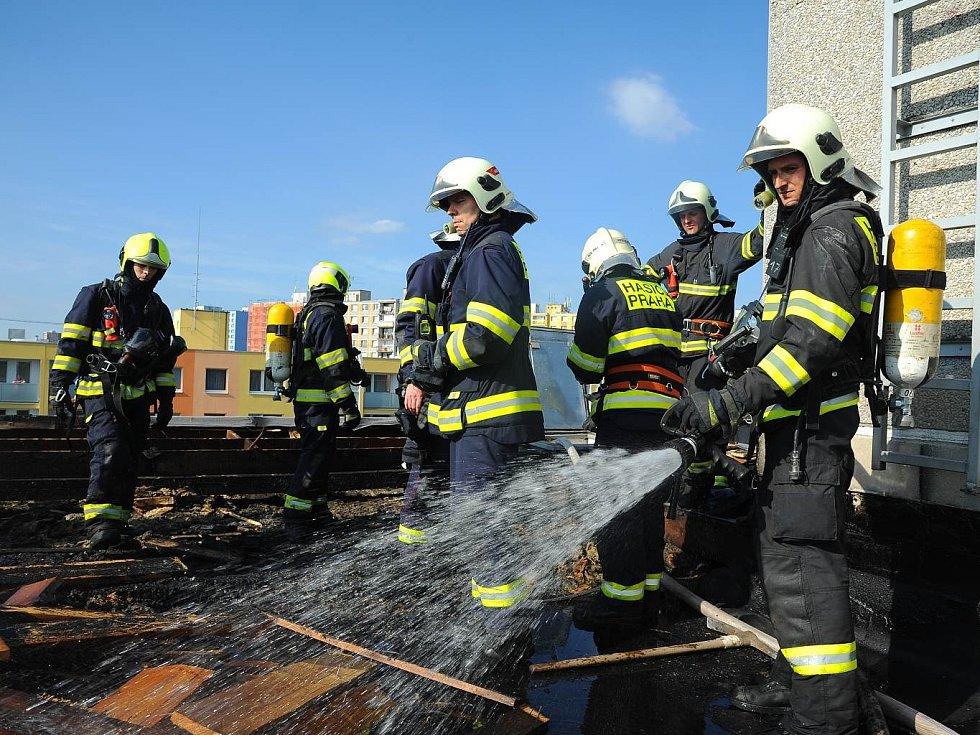 Požár střechy.