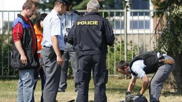 Policisté zastřelili 10. června v Litoměřické ulici v Praze 9 zloděje, který údajně přepadl starší ženu a zranil dva policisty.