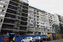 Rekonstrukce panelového komplexu v Lupáčově ulici v Praze na Žižkově.
