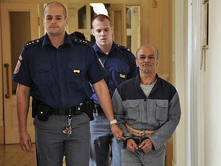 Na doživotí zatím nepravomocně poslal do věznice se zvýšenou ostrahou Městský soud v Praze 52letého recidivistu, Slováka Lubomíra Mika.