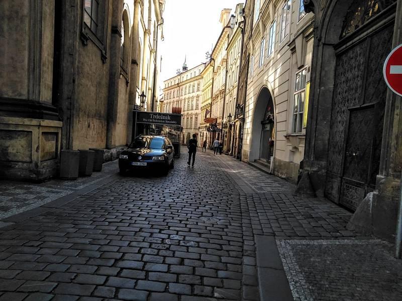 Karanténa vyprázdnila centrum metropole. Karlova ulice.