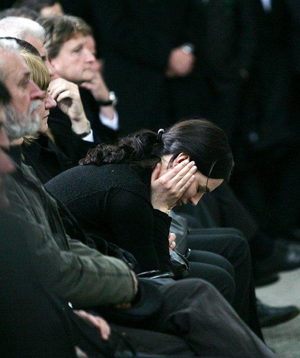 Poslední rozloučení s Lukášem Přibylem ve Strašnickém krematoriu v pátek 17. února.  Na snímku manželka Zorka.