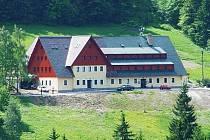 CHTĚJÍ ZDE HLASOVAT. Hotel Alpina ve Špindlerově Mlýně.
