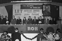 Přejmenování Waltrovky – Po komunistickém převratu byla Waltrovka přejmenována na Letecké závody Jana Švermy. Jan Šverma byl komunistický politik, který byl za války vysazen na Slovensko, kde na hoře Chabenec při sněhové bouři zemřel na vysílení.