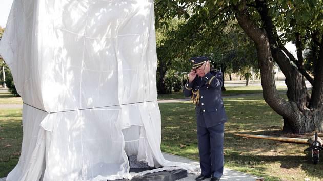 Na Letišti Václava Havla byl při příležitosti 70. výročí návratu československých perutí RAF slavnostně odhalen památník letců.