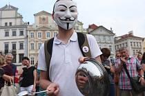 Pokličkový protest - poslední zvonění Babišovi na Staroměstském náměstí.
