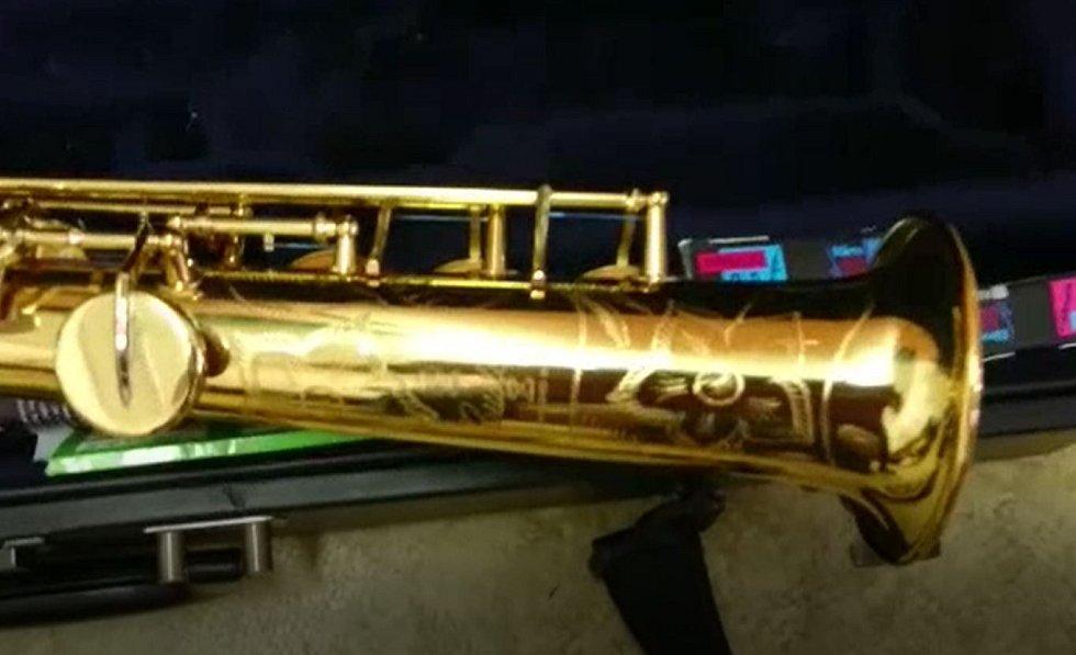 Zabavený saxofon.