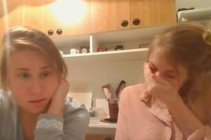 Dvě studentky z Prahy popisují své zkušenosti s koronavirem.