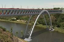 BUDE? NEBUDE? Rozhodnutí Nejvyššího správního soudu zamotává už tak dost spletitou situaci okolo Pražského okruhu. (Na snímku podoba plánovaného mostu přes Vltavu.)