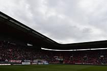 17. kolo první fotbalové ligy: Slavia Praha - Vysočina Jihlava. Kvůli výpadku osvětlení byl odložen začátek zápasu.