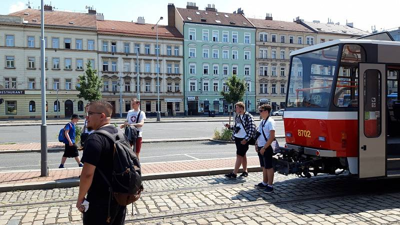 Tramvaje typu T6A5 po více než čtvrt století v Praze dojezdily.