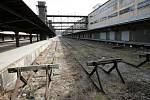 Prohlídka areálu nákladového nádraží Žižkov za účasti ministryně kultury Aleny Hanákové a ministra dopravy Pavla Dobeše.