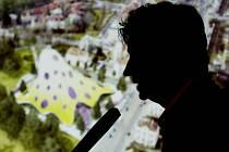 """CHOBOTNICE POD TLAKEM. """"Všichni by chtěli, abych to zakázal já."""" prohlásil Martin Pecina, ředitel Úřadu pro ochranu hospodářské soutěže o knihovně Jana Kaplického (na snímku)."""