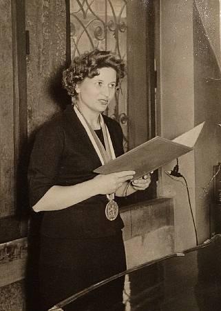 Marta Košťálová ve funkci úřednice často oddávala svatebčany na Staroměstské radnici