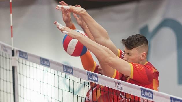 Opora. Petr Špulák podává na šampionátu precizní blokařské výkony.