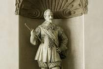 ZNOVU VE SVÉM. Bronzová socha, odlitá podle přes sto dvacet let starého modelu, bude od října stát na II. nádvoří Valdštějnského paláce.