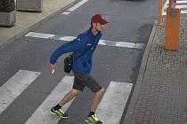 Muž podezřelý z krádeže hodinek v obchodním centru na Zličíně.