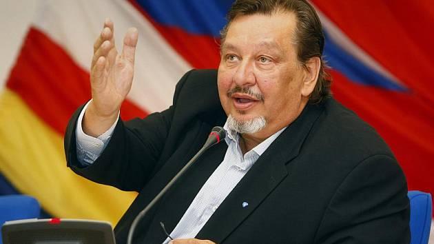 Milan Jančík na jednání zastupitelstva Prahy 5, kde oznámil 29. července 2010 svou rezignaci.