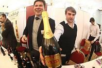 Galadegustace medailových vín při příležitosti zahájení třetího ročníku festivalu vína Prague Wine Week.