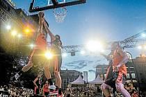 Centru Prahy vládl basketbal
