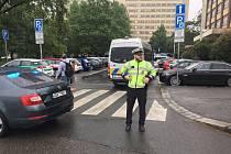 Policie vyklízí budovy VŠE.