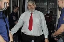 Pražský podnikatel Ivan Jonák opustil v pondělí 28. dubna 2014 po 18 letech vězení. Odpykal si trest za objednávku vraždy své manželky a pokus o likvidaci jejího milence.
