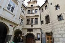 Dům U Zlatého prstenu v Praze.