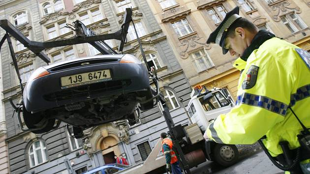 Každý řidič, respektive obyvatel městské části parkující v Praze 1, 2, 3 a 7 by si měl pozorně zkontrolovat, kdy končí platnost jeho karty.